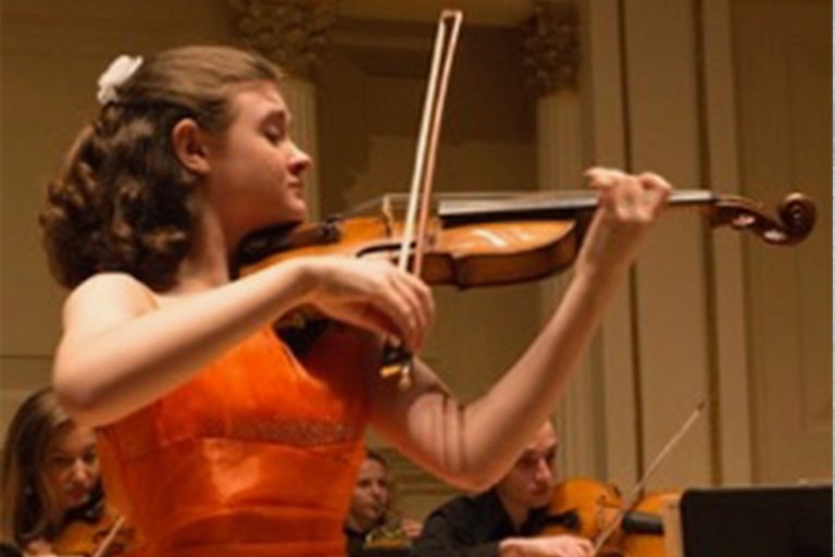 Clara Neubauer, violin